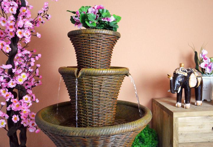 Záhradná fontána s dekoratívnym podstavcom