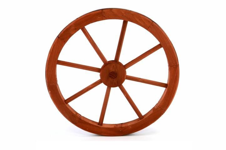 d54aa2428 Drevené koleso je prekrásnym a štýlovým doplnkom vonkajších záhrad a ...