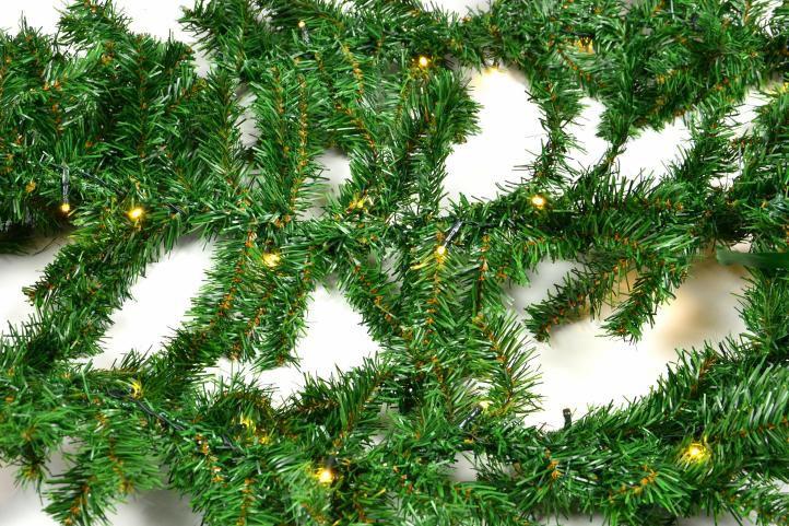 Vianočná girlanda s osvetlením - 2,7 m, na batérie