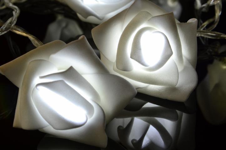 Toto osvetlenie je ideálne ako dekorácia do interiéru. d9248e8df69