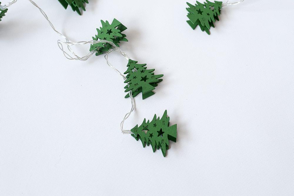 Vianočná dekoratívna reťaz HOLZ - zelené stromčeky - 10 LED