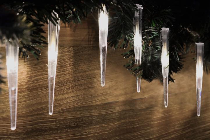 Vianočné dekoratívne cencúle, 60 LED, studeno biele