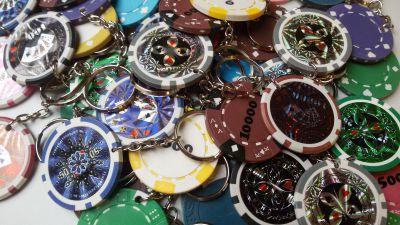 Pokerové přívěsky na klíče - 48 ks MIX