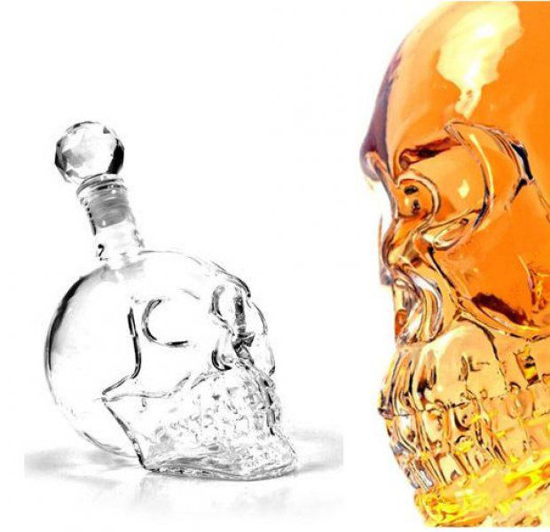 Alkoholová lahev lebka