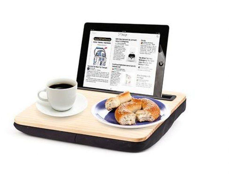 Dřevěný stolek na tablet