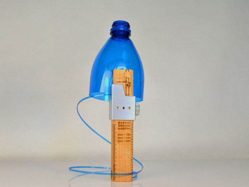 Řezačka plastových lahví