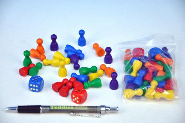 Figurky dřevo 25mm 24ks 6 barev+ 2 kostky společenská hra v sáčku 7x13cm