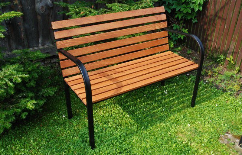 Parková lavica drevená so železnou kostrou